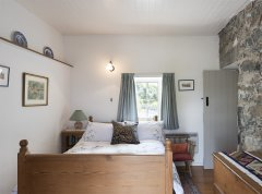 cottage-double-bedroom-image.jpg